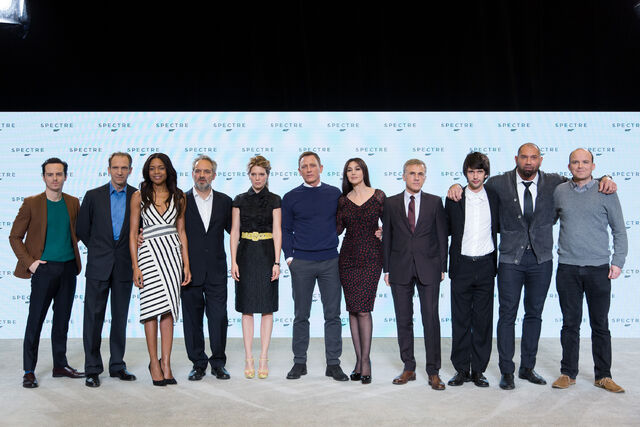 File:Spectre press conference - full cast and Mendes.jpg