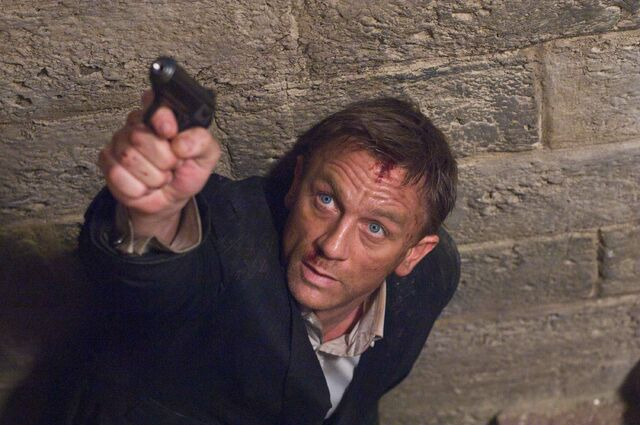 File:Quantum of Solace - Bond 12.jpg