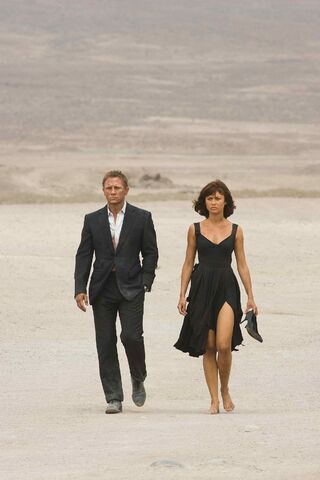 File:Quantum of Solace - Bond and Camille 2.jpg
