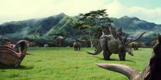 Datei:Parasaurolophus stegosaurus triceratops apatosaurus TV spot screenshot.jpg