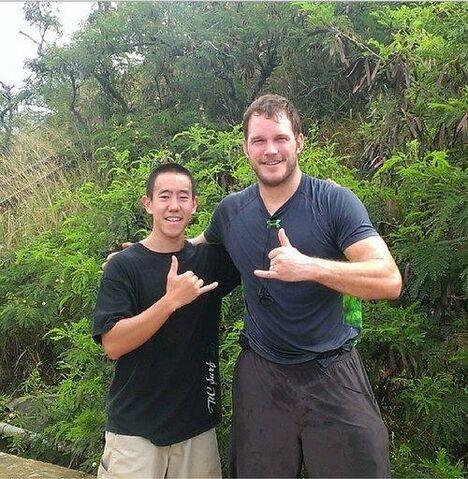 File:Chris-pratt-en-el-set-de-jurassic-world-en-hawaii-original.jpg