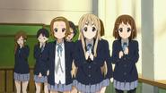 Ritsu, Mugi and Yui cheering Mio on