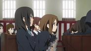 Kimiko and Yui at the graduation ceremony