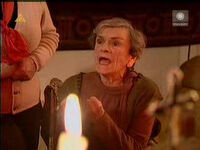 Babka Kiepska podczas modlitwy.jpg