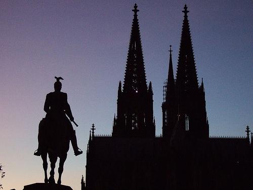 Datei:Kölner Dom am Abend.jpg