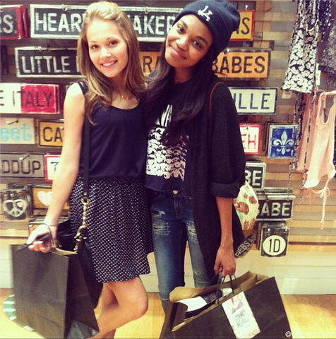 File:Kelli-berglund-china-anne-mcclain-shopping-july-29-2013.jpg