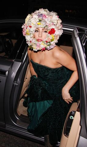 File:9-16-12 Arriving at Philip Treacy LFW in London 001.jpg