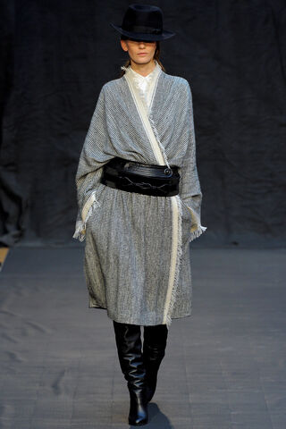 File:Hermès Fall Winter 2012 serape shawl.jpg