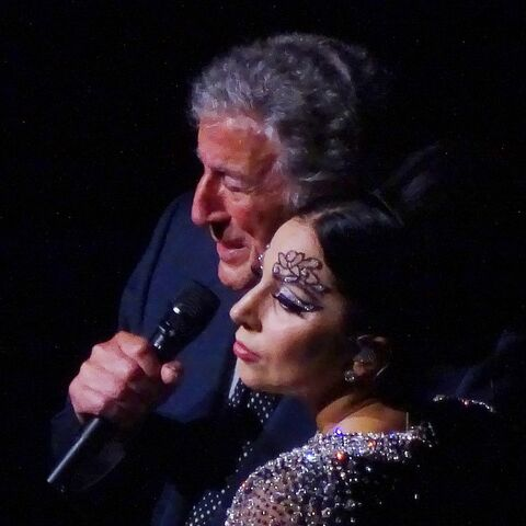 File:4-23-15 Cheek to Cheek Tour 002.jpg