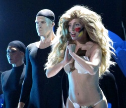 File:8-25-13 VMA Performance 016.jpg