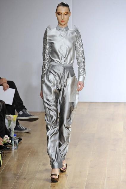 File:Bernard Chandran Spring 2009 RTW Metallic Pant Suit.jpg