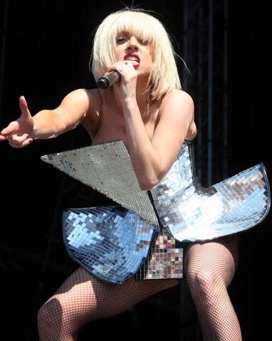 File:7-11-09 The Fame Ball Tour at T In The Park Festival in Kinross 003.jpg