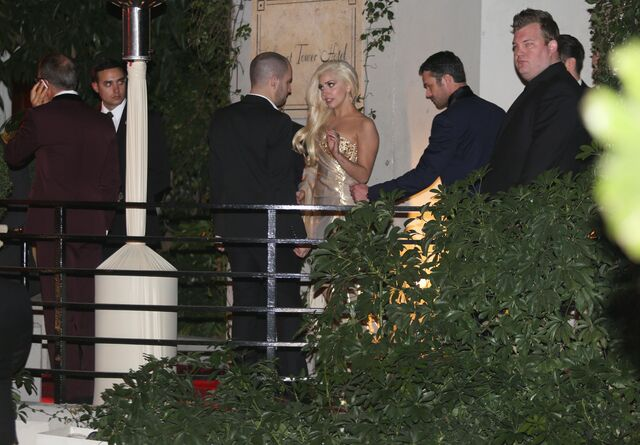 File:1-12-14 Leaving the Golden Globe Awards - After Party 001.JPG