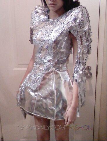 File:Lady-gaga-olima-nye-dressb.jpg