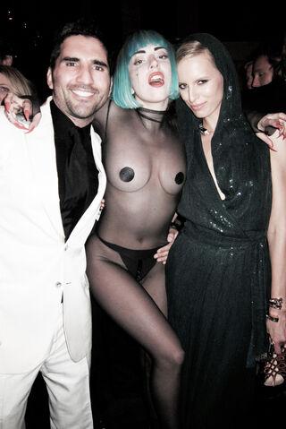 File:Rodrigo-Otazu-and-Gaga.jpg