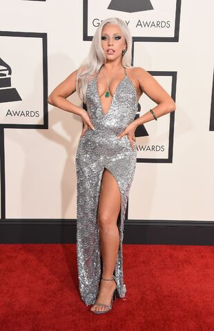 File:2-8-15 57th Grammy Awards - Red carpet at Staples Center in LA 001.jpg