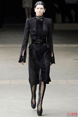 File:Alexander McQueen FW 2011 Dress.jpg