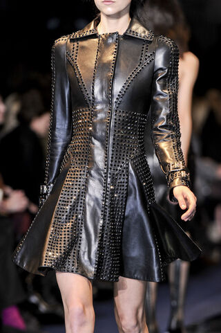File:Versace Fall Winter 2012 Black trench coat.jpg