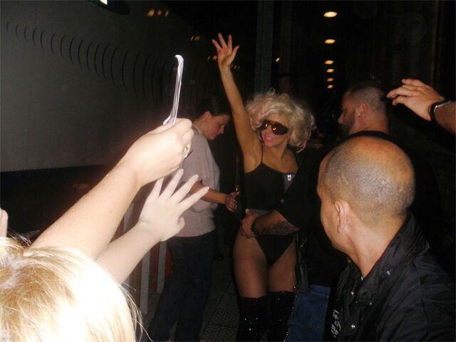 File:7-25-09 Leaving her concert 002.jpg