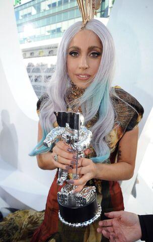 File:Gaga Carpet 20.jpg