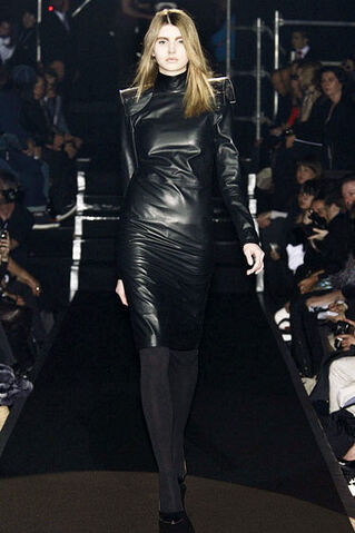 File:Maison Martin Margiela - Fall 2009 RTW - Longsleeve leather dress.jpg