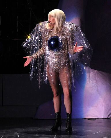 File:5-13-14 Fashion - artRAVE The ARTPOP Ball Tour 001.jpg