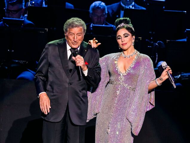 File:4-10-15 Cheek to Cheek Tour 001.jpg