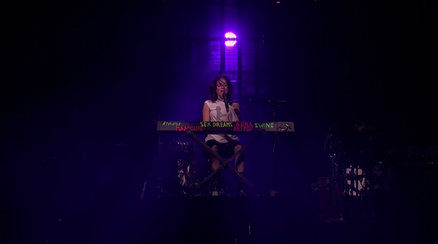 File:9-1-13 iTunes Festival - I wanna be with You performance 002.png