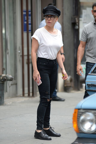 File:8-5-16 Leaving Electric Lady Studios in NYC 001.jpg