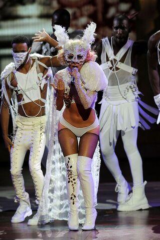 File:9-13-09 Paparazzi VMA.jpg