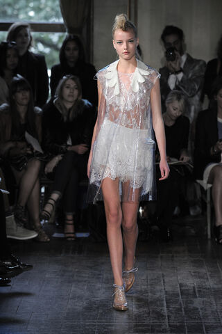 File:Simone Rocha - Spring-Summer 2012 RTW Collection 001.jpg