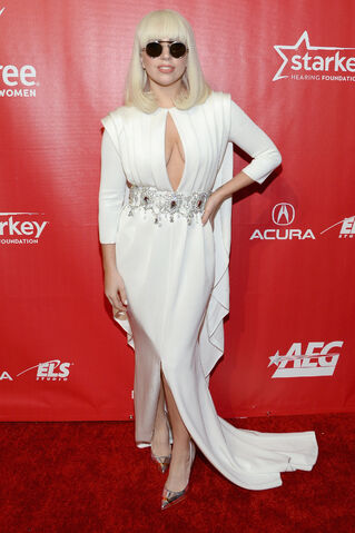 File:1-24-14 At MusiCares Red Carpet 001.jpg