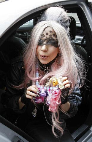 File:5-17-11 Lady Gaga wearing Vendestia.jpg