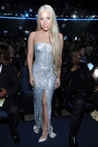 File:Ladygaga-ama2013-audience-002.jpg