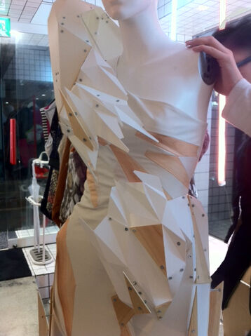 File:Izuka Emi White Geometric Wear dress.jpg