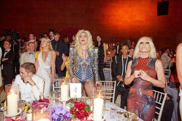 File:5-2-16 Inside at MET Gala in NYC 001.jpg