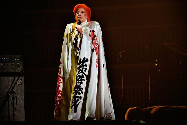 File:2-15-16 Performance at 58th Grammy Awards in LA 002.jpg