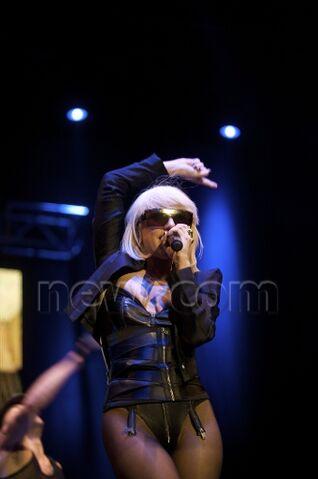 File:4-24-09 At Primavera Pop Festival in Madrid 003.jpeg