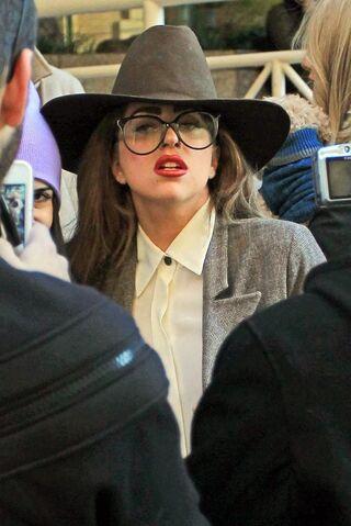 File:1-10-13 Leaving her hotel in Vancouver 001.jpg