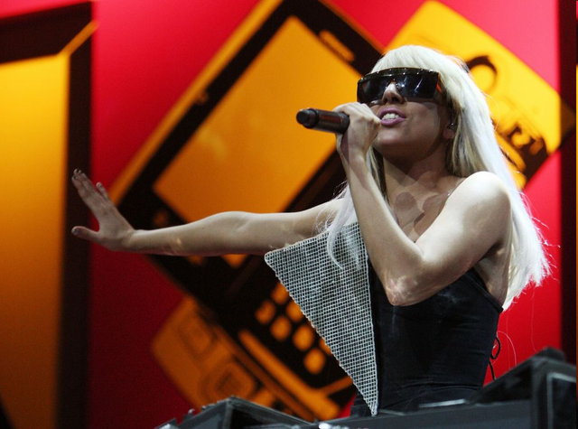 File:4 May Grammy Promo Performance 2009.png