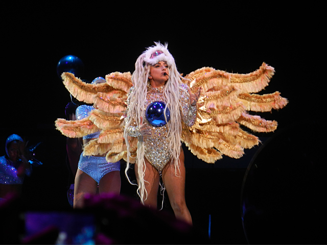File:7-30-14 ARTPOP ArtRAVE The ARTPOP Ball 001.jpg