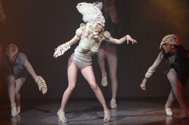 File:The Monster Ball Theater LoveGame 001.jpg