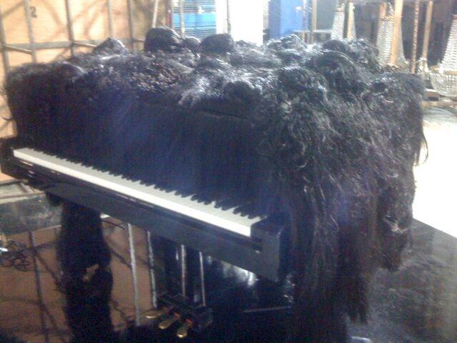 File:Hair piano.jpg