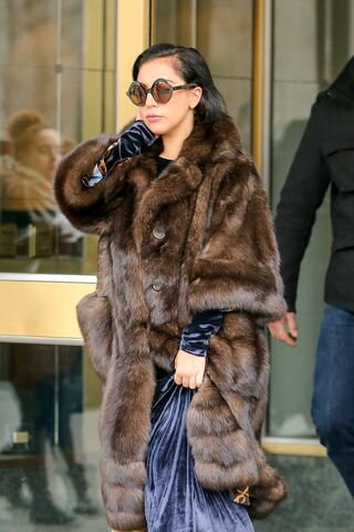 File:2-14-15 Leaving her apartment in NYC 002.jpg