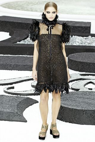 File:Chanel - Spring-Summer 2011 RTW Collection.jpg