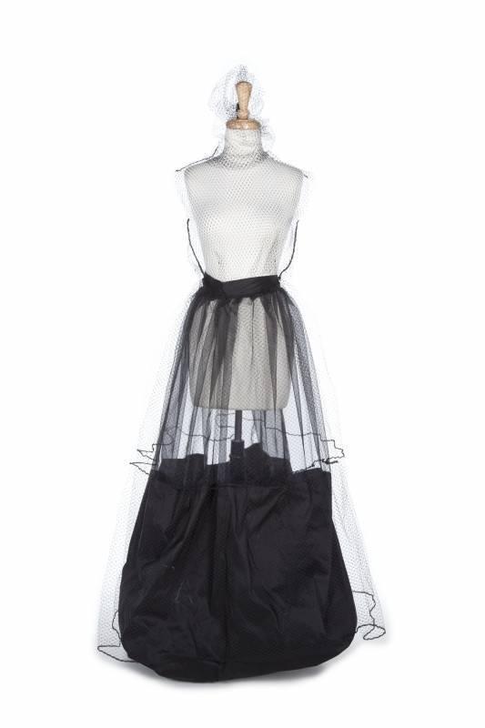 File:Phoenix Keating Spring Summer 2011 Organza Skirt.jpg