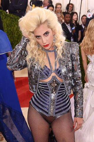 File:5-2-16 MET Gala at Metropolitan Museum in NYC 002.jpg
