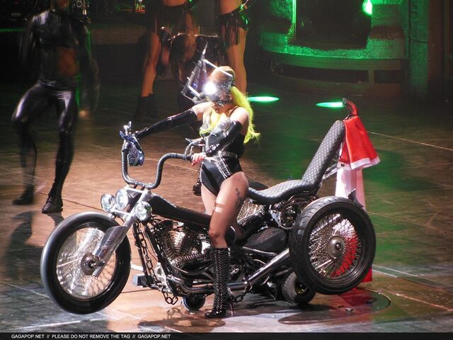 File:The Born This Way Ball Tour Heavy Metal Lover 015.jpg