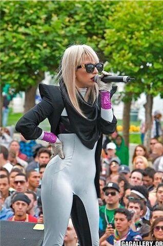 File:6-29-08 SF Pride Festival 001.jpg