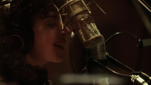 File:I Can't Give You Anything But Love - Studio video 008.jpg